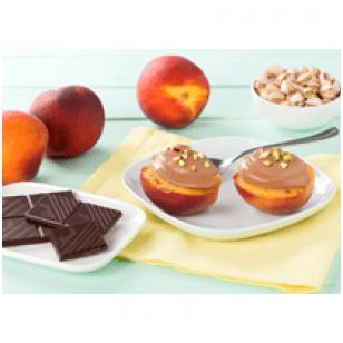 """Karamelizuoti persikai su """"Lindt"""" šokolado putėsių įdaru."""