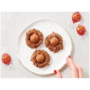 Kokosiniai sausainiai su LINDOR rutuliukais