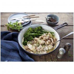 Vištiena su grietinėlės padažu ir brokoliais